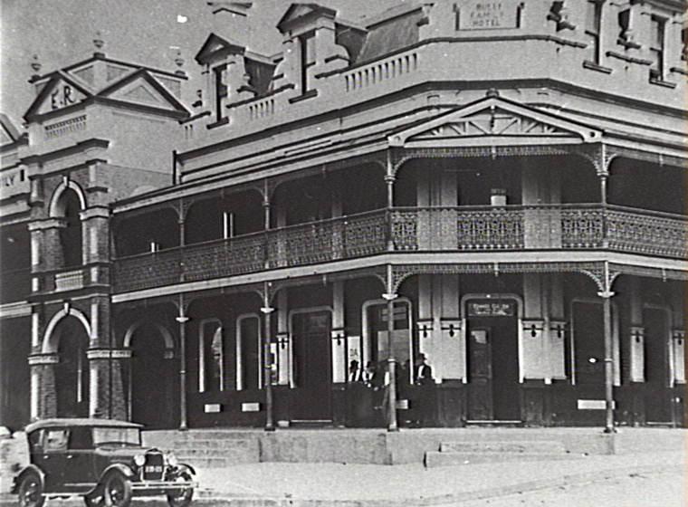Bulli Australia  city photos gallery : Bulli Family Hotel